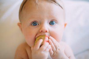 link https://www.healthline.com/health/parenting/natural-teething-remedies photo https://unsplash.com/photos/CEEhmAGpYzE